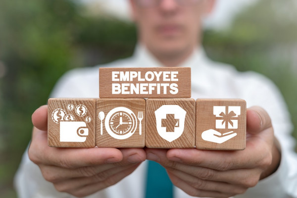 AdobeStock_Employee-benefits_klein